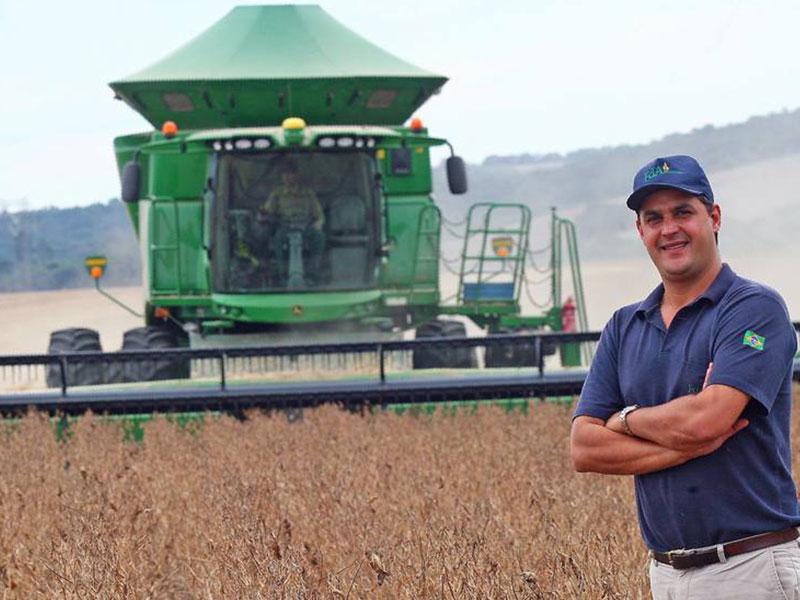 Operador de colhedora agrícola tem salário de universitário em Buri